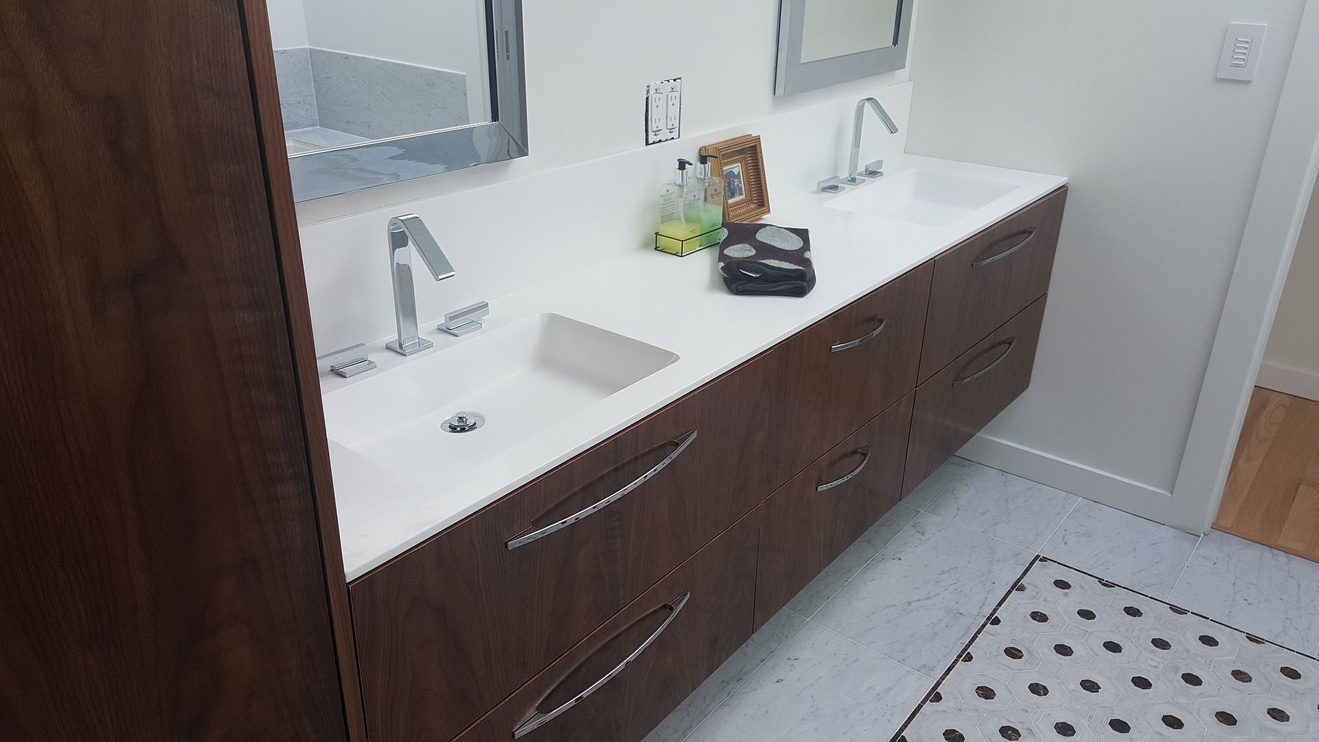 Master vanity Krion with integrated sink - Vancouver